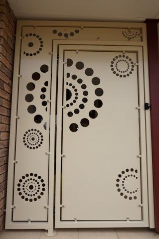 Arnhem Gate and side panel